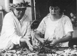MOTHER-DAUGHTER - Roen Hufford (right), Marie's daughter, an expert lei-maker who has learned much from mom, is given some advise on the fine points of a treasured palapalai fern lei.